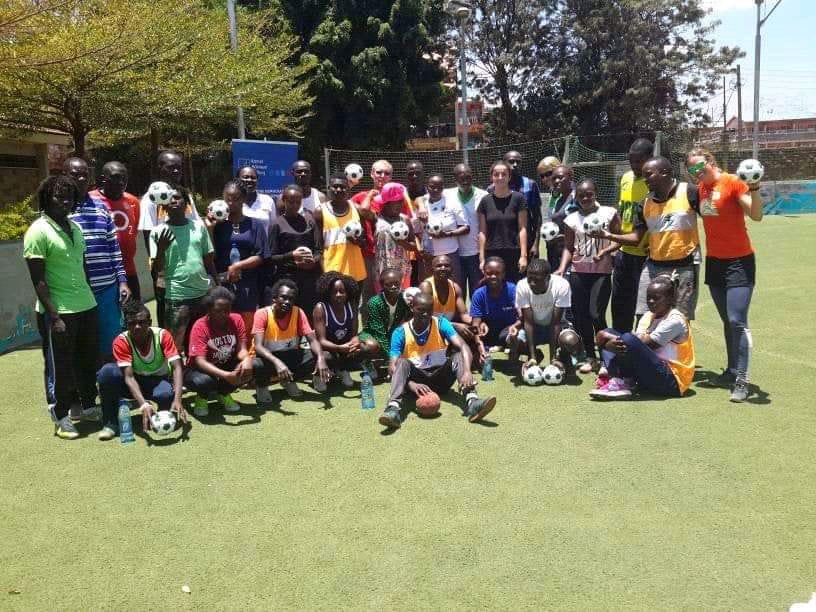 Angaza play handball